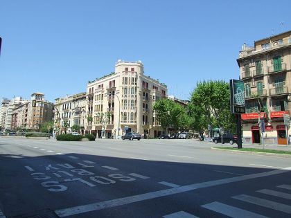 Het begin van Calle 31 diciembre, vanaf de avenues gezien.