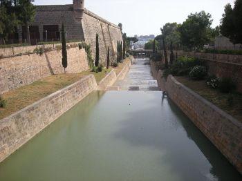 De gekanaliseerde stroom van de Reira.