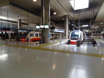 Platforms van het Intermodal Station.