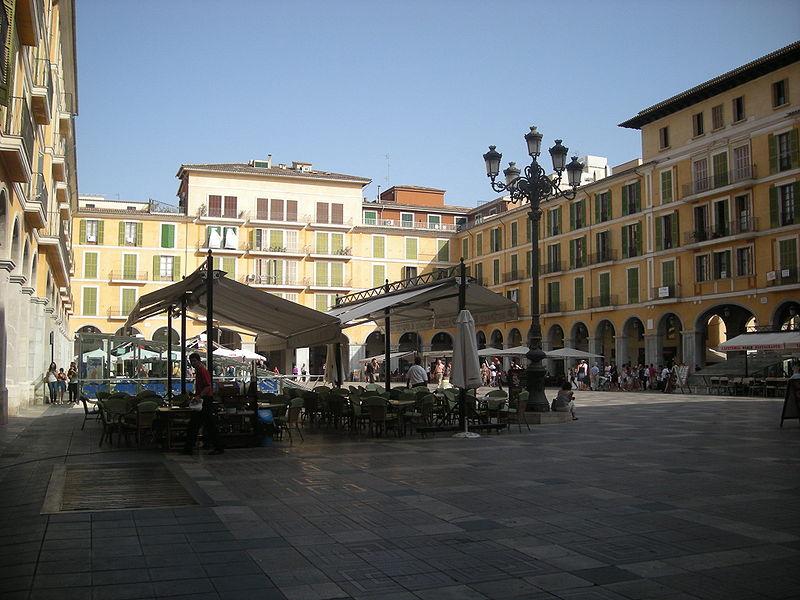 Plaza Mayor, gevestigd op de plaats dat ooit het hoofdkwartier van de inquisitie was.