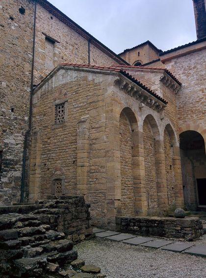 De Camara Santa, hier is goed te zien dat het nu deel uitmaakt van de Kathedraal van Oveido.