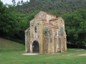 De kerk van San Miguel de Lillo. Ramirense stijl.
