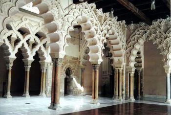 Het paleis Aljaferia uit de 11e eeuw, was de residebntie van de hudíes koningen van de Tiafa van Saraqusta.