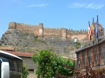 Door de slag van Clavijo staat het schild van de Orde van Santiago op het schild van La Rioja.
