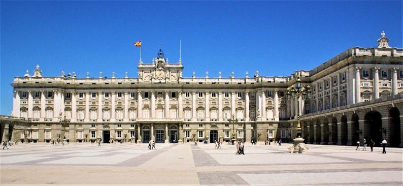 Foto van Facade van het koninklijk paleis van Madrid.