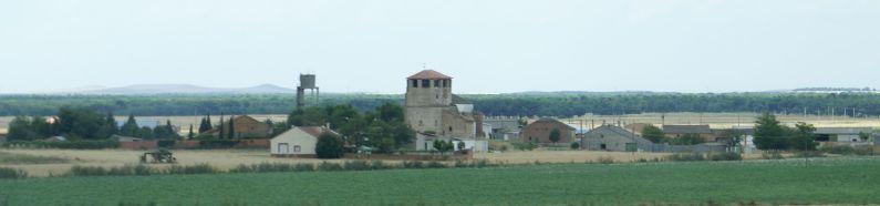 Panoramafoto van het bijna verlaten dorpje Almenara de Adaja.